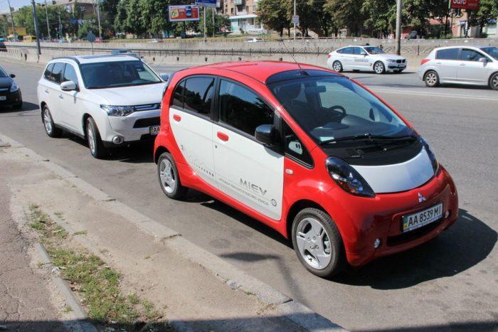 Тест электромобилей BYD E6 и Mitsubishi i-MiEV