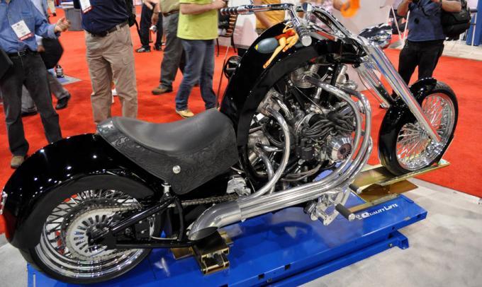 Мотоцикл со звездообразным авиационным двигателямлетным моторам 7 фотографий