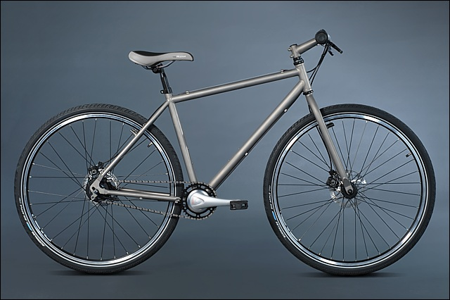 Титановая рама разработана для установки колес 26 и 28 дюймов.