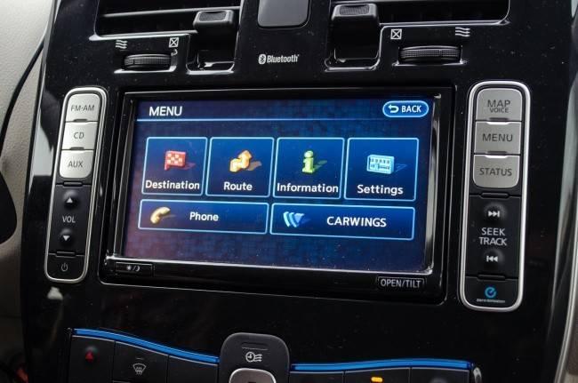 Nissan Leaf экран