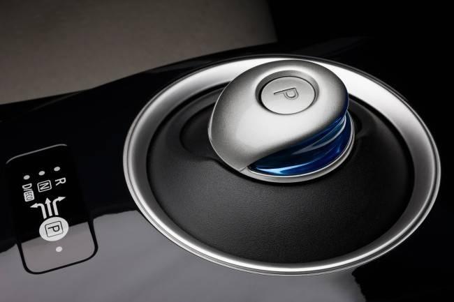 Nissan Leaf кнопка