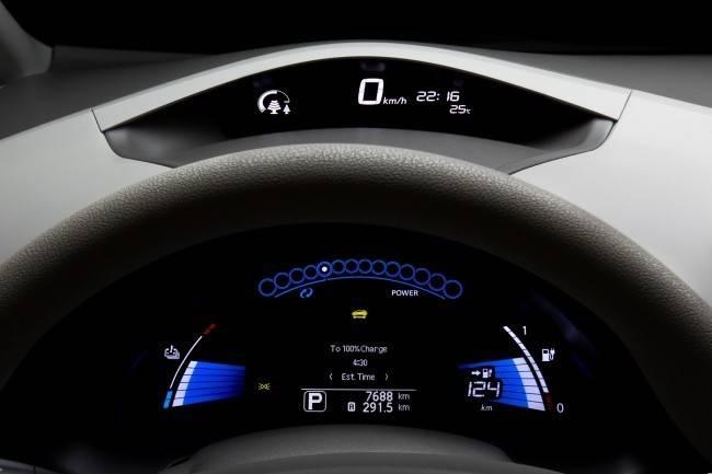 Nissan Leaf спидометр