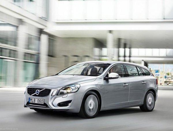 дизельный гибрид Volvo V60 серый