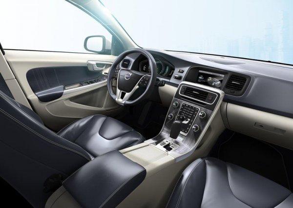 дизельный гибрид Volvo V60 приборная модель