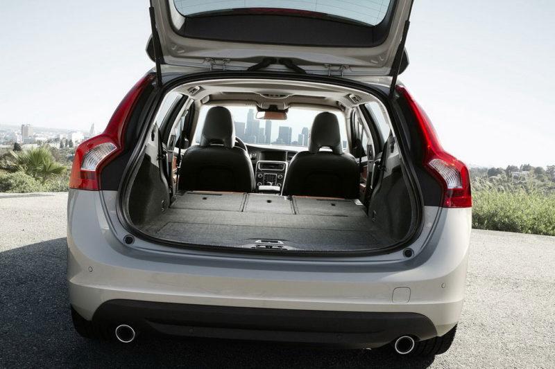 дизельный гибрид Volvo V60 багажник
