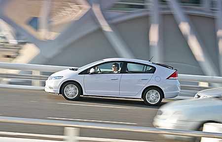 Honda Insight Гибрид сбоку