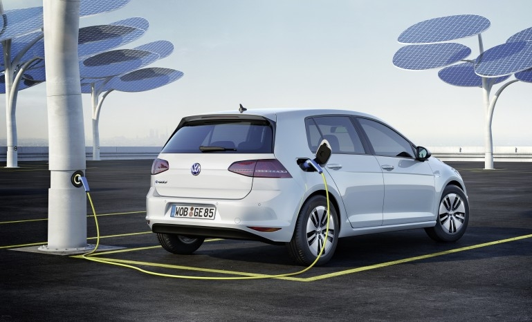 Электромобиль Volkswagen e-Golf зарядка