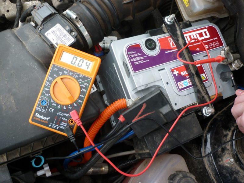 Почему разряжается батарея
