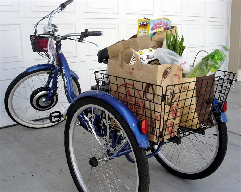 Грузовой элетровелосипед с продуктами