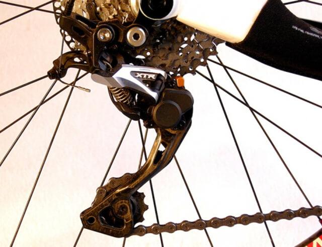 Роликовые колесики велосипеда для натяжения цепи