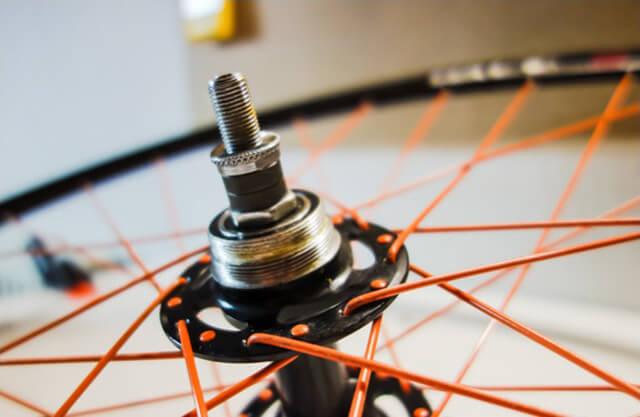 Ремонт и обслуживание колеса для велосипеда