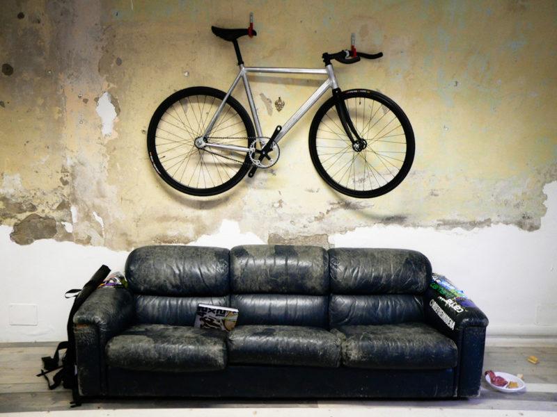 неисправности велосипед на диване фото многих