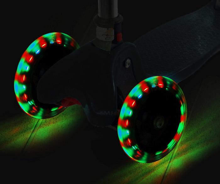 Самокат со светящимися колесами